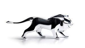 Peugeot celebra más de 200 años de la marca con una figura decorativa de su mítico león