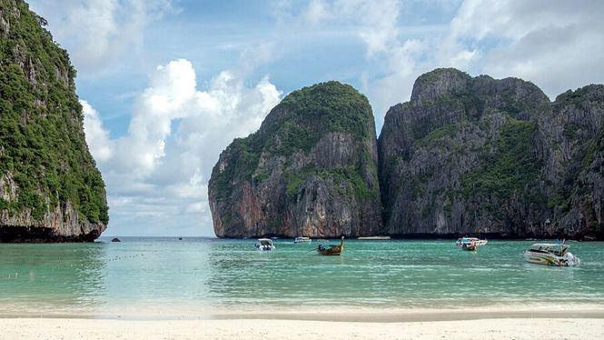 Cierre de la playa de Bahía May en Tailandia