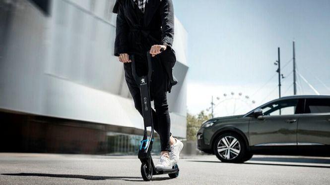 Peugeot presenta un patinete plegable que llega a los 25 Km