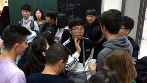 Estudiantes surcoreanos visita el Centro Superior de diseño Kunsthal