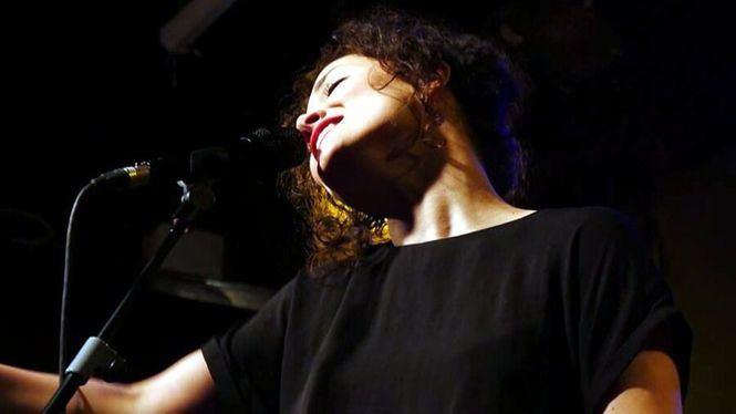 Sheila Blanco cantando a las poetas del 27