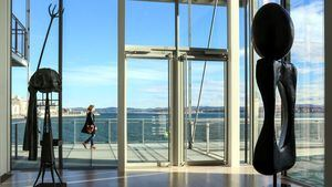 Expuestas en el Centro Botín las dos esculturas cedidas por los herederos de Joan Miro