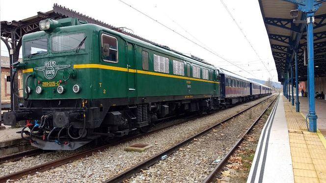 Viaje en el tren que unía Segovia con Madrid y comida en el Restaurante vagón La Postal