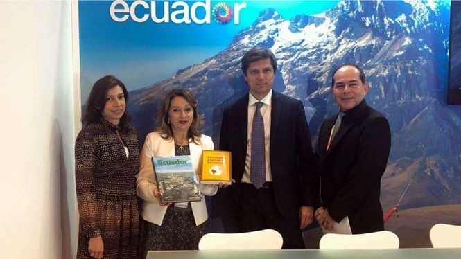 Ostelea firma un convenio de colaboración con el Ministerio de Turismo de Ecuador en FITUR