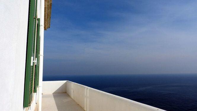La Mola, un faro para conocer el Mediterráneo