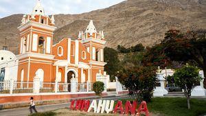 Templo Santiago Apóstol de Lunahuaná en la Plaza de Armas de la ciudad