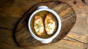 Sopa de cebolla, la tradición se vuelve chic