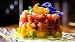 Tartar de atún rojo de almadraba con aguacate y mango 15€ (Bendita Locura)
