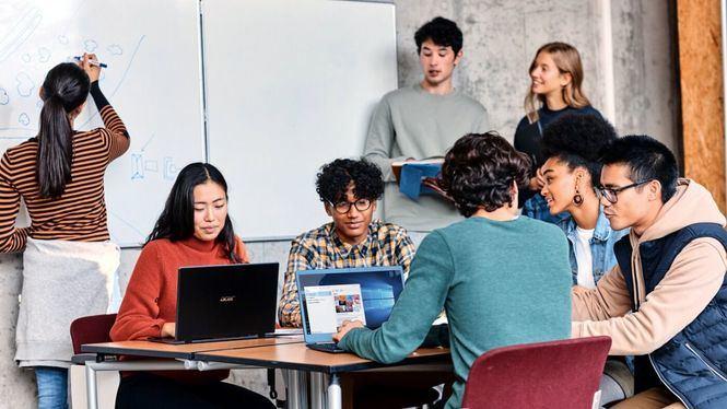 Microsoft y ESIC forman y dan empleo a jóvenes