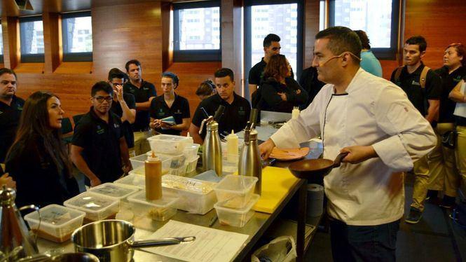 El chef Rubén Cabrera imparte una clase magistral en Hecansa