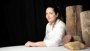 La chef Maria Gomez del restaurante Magoga recibe el premio a mujer empresaria AMEP
