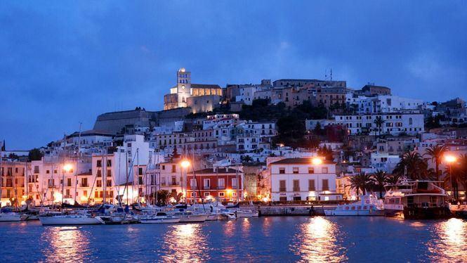 Los juglares y el folklore convierten Ibiza en escenario del Medievo