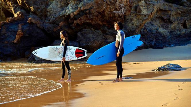Surf en el Algarve: una ruta por las mejores olas de la Costa Vicentina