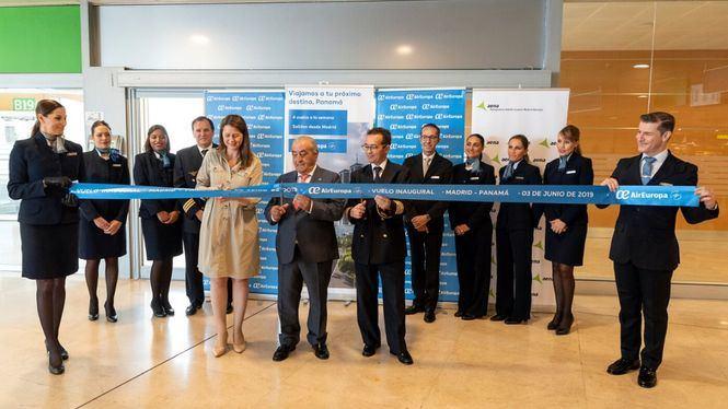 El presidente de Panamá recibe el primer vuelo de Air Europa