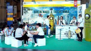 La campaña Olive Oil World Tour llega a la estación de tren de Frankfurt