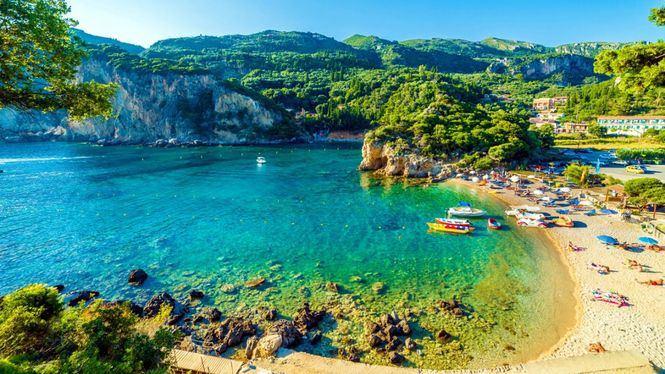 Iberia comienza a volar a la isla griega de Corfú