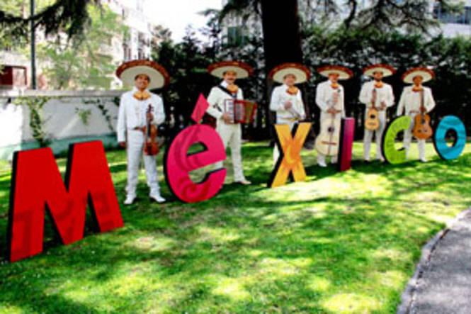 Aeroméxico estrecha lazos con España
