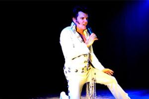 Entrevista a Greg (Elvis Presley) Miller, protagonista del espectáculo 'Rockking' (El Rey del Rock)
