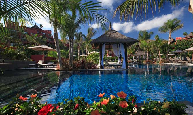 Barcel asia gardens hotel thai spa inout viajes - Piscinas interiores climatizadas ...