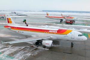 La nieve de Madrid obliga a pasar por deshielo a 70 aviones esta mañana