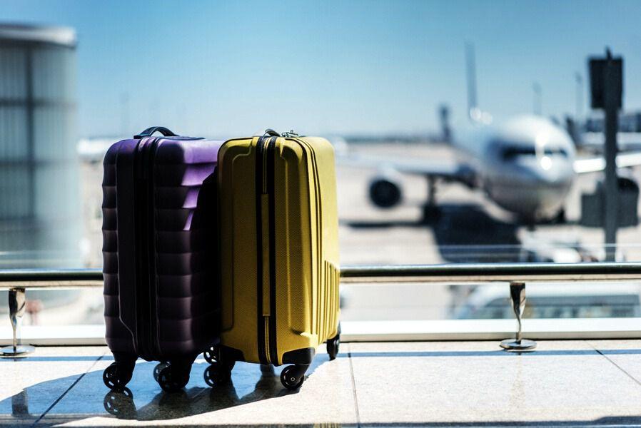 trucos para volar con más bultos sin tener que pagar más | inout viajes