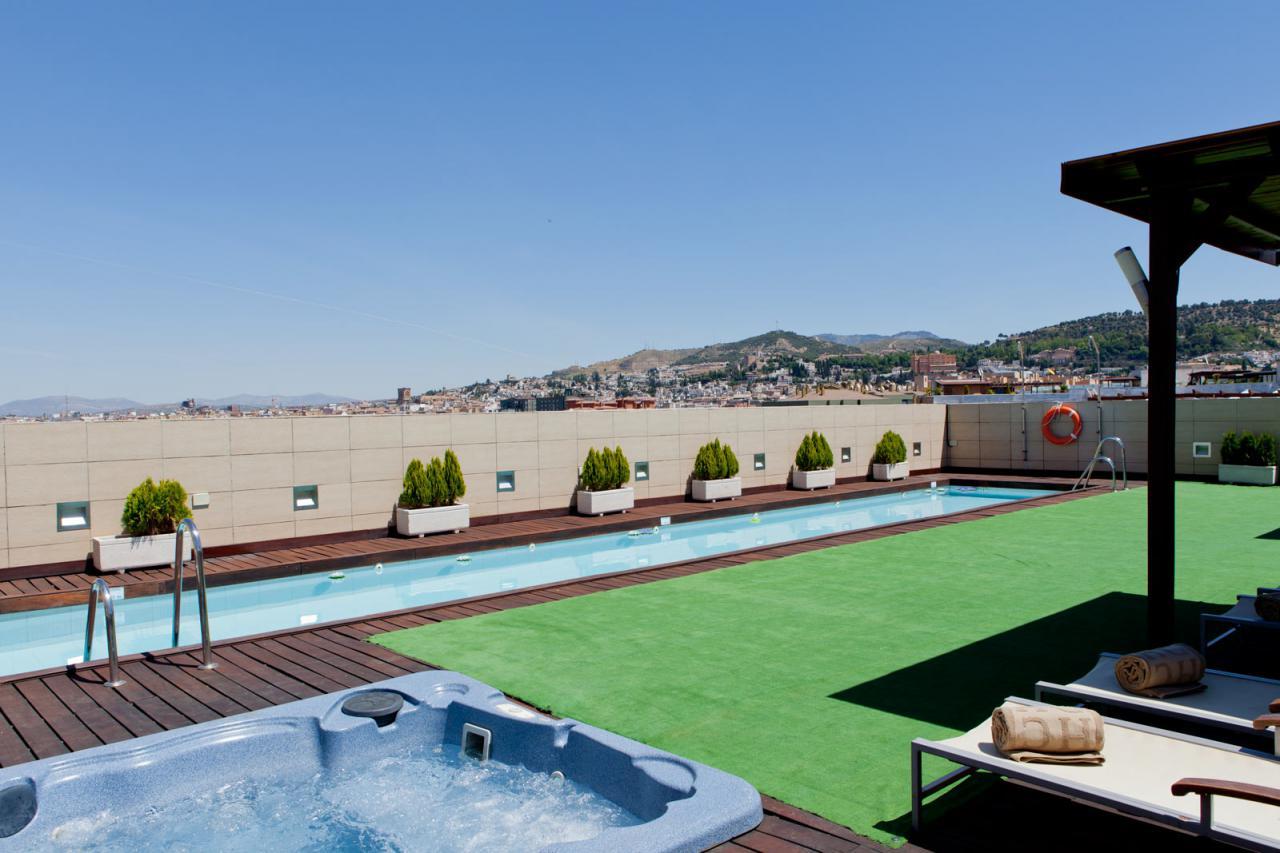 Vuelven las terrazas y piscinas de hoteles center el for Piscinas desmontables para terrazas