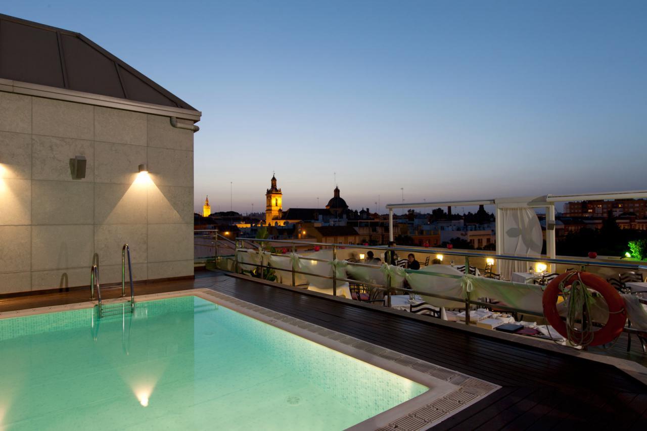 Vuelven las terrazas y piscinas de hoteles center el for Piscinas abiertas en sevilla