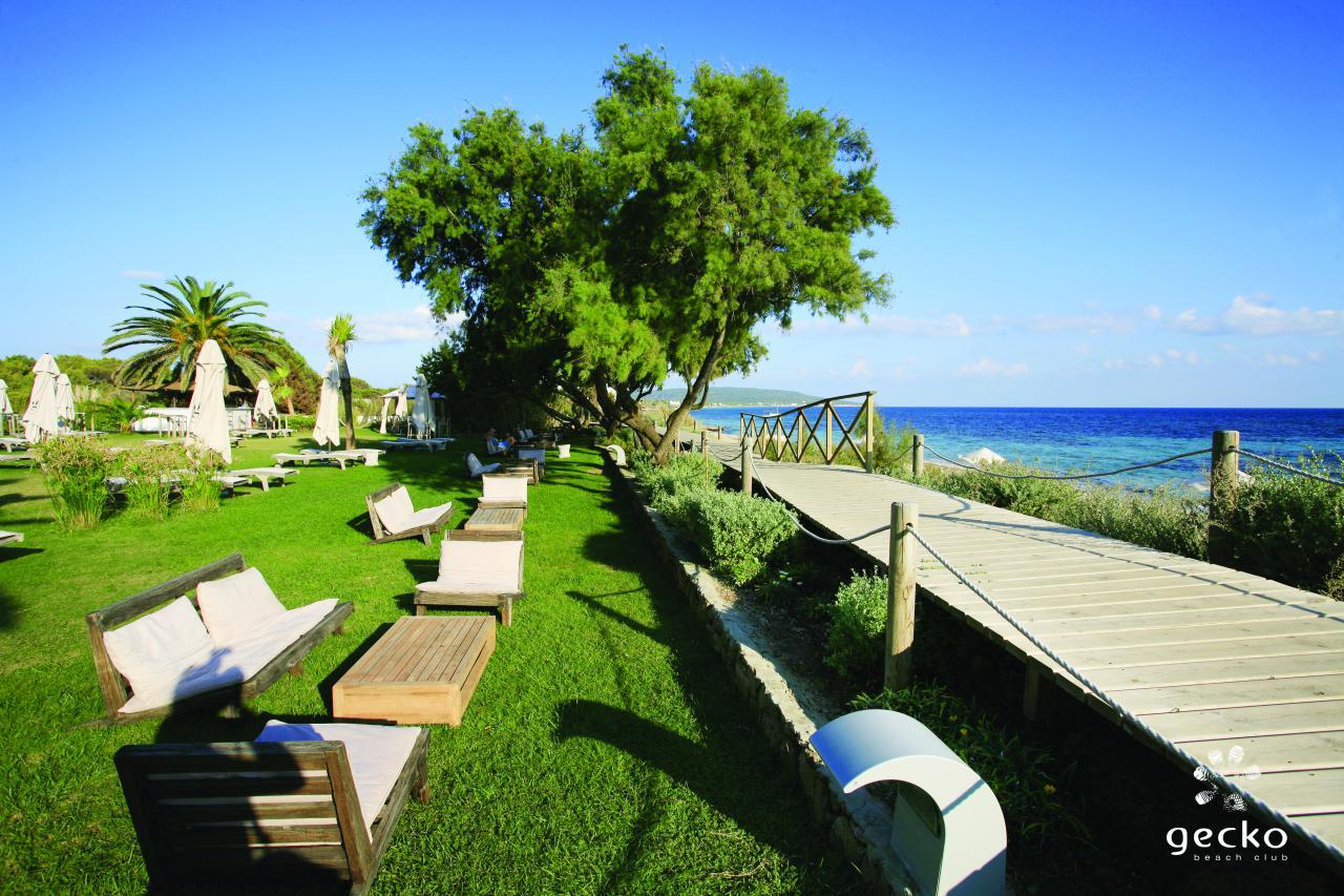 Los 10 beach clubs de hoteles m s cool de espa a inout - Hotel gecko beach club formentera ...