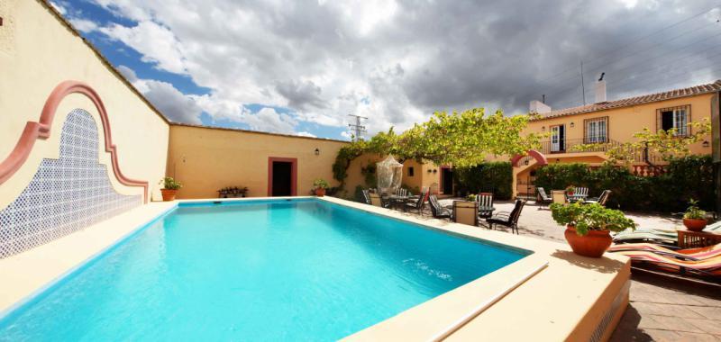 Las 5 mejores casas rurales para hacer barbacoas con tus for Casas rurales en caceres con piscina