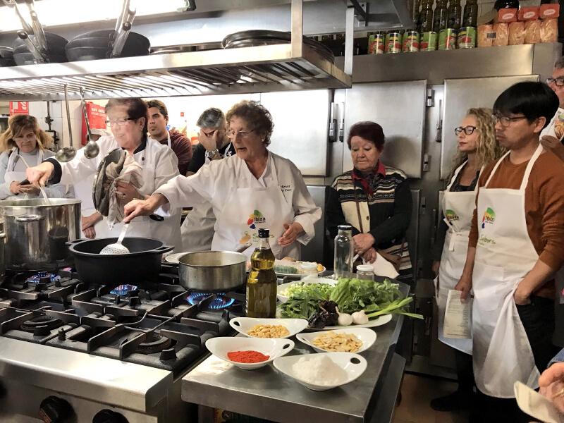 primer taller cocina tradicional de ibiza inout viajes